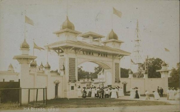 The entrance to Luna Park, ca. 1907