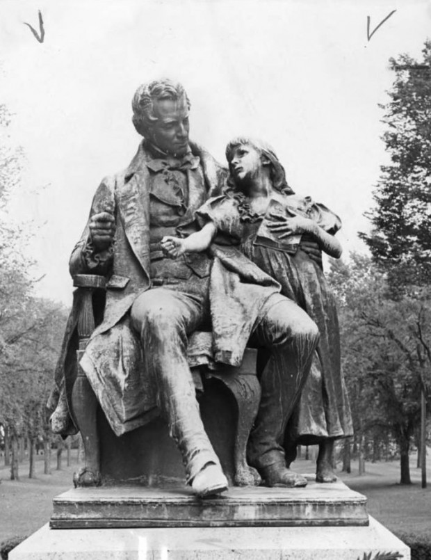 Daniel Chester French, Thomas Hopkins Gallaudet and Alice Cogswell