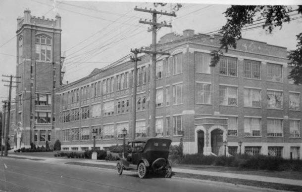 1920s photo of the Fuller Brush plant in Hartford