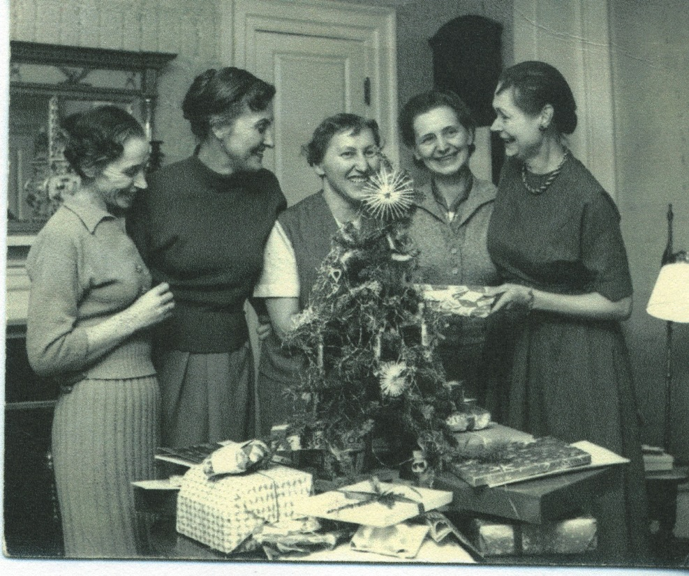 Caroline Ferriday and former Ravensbrück concentration camp survivors celebrating Christmas at Ferriday's home in Bethlehem, Connecticut, 1958 - Connecticut Landmarks