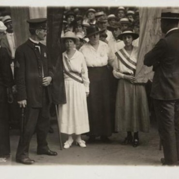 Arrest of White House pickets Catherine Flanagan of Hartford, Connecticut, and Madeleine Watson of Chicago