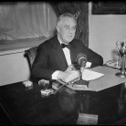 Franklin Delano Roosevelt radio broadcast, ca. 1933-1940 - Library of Congress, Prints and Photographs Division