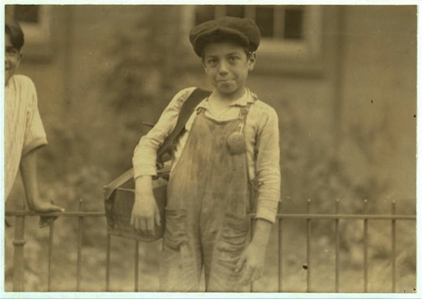 One of the ten year old shiners in Hartford, Conn., August 25th, 1924. Photograph Lewis Hine - Library of Congress, Prints and Photographs Division, National Child Labor Committee