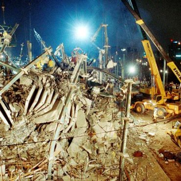 Rescue operations went on through the night, April 24, 1987 at the site of an apartment building that collapsed in Bridgeport, Connecticut, Thursday while it was being built - © Associated Press photo by Susan Ragan
