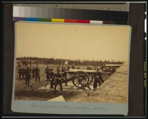 Soldiers with cannons, 1st Connecticut Heavy Artillery
