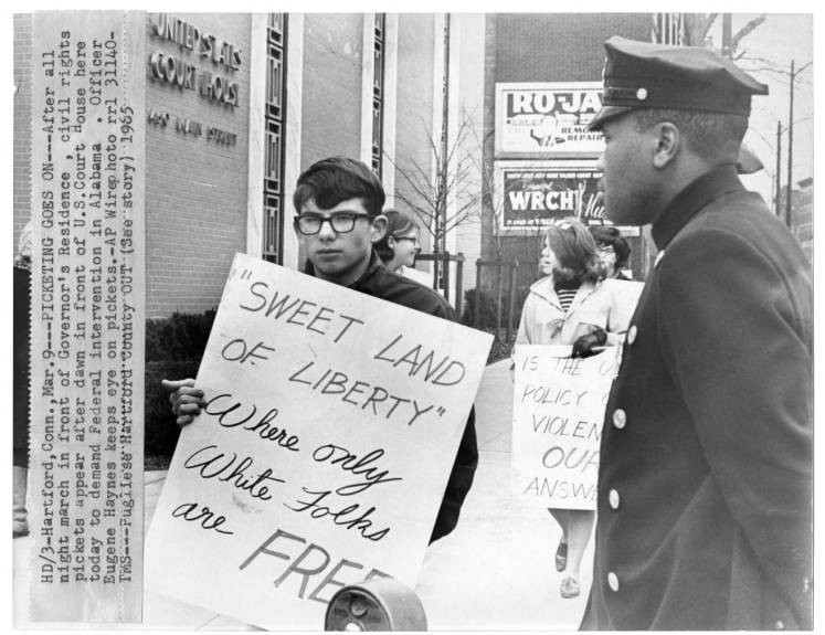 Civil Rights picket, US Courthouse, Hartford