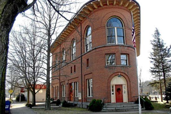 Deep River, Town Hall