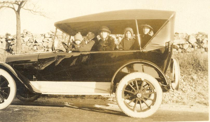 Family outing, ca. 1922. Personal collection.